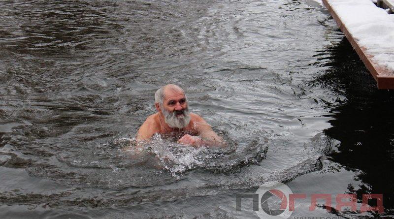 <strong>Купання на Водохреща і нові рекорди: тернополяни кинули виклик холоду (Фоторепортаж)</strong>