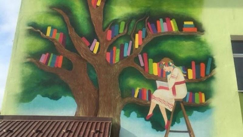 <strong>Тернопільський художник намалював мурал на стіні школи</strong>