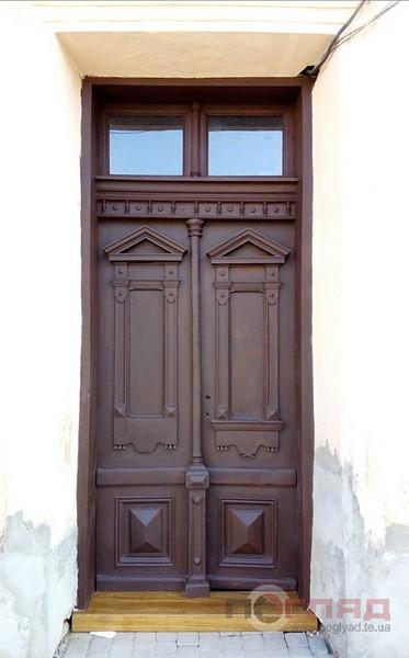 двері, відновлені бурівцямиn