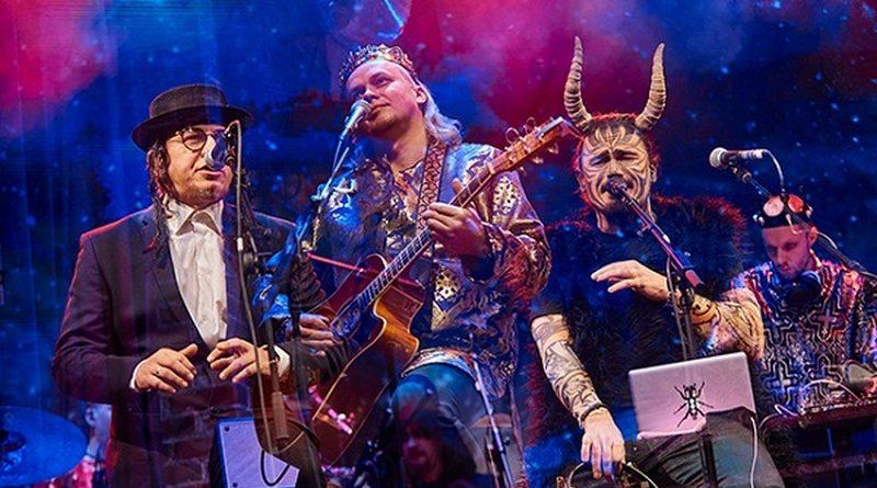 <strong>Нові пісні і різдвяні персонажі: чим дивували тернополян на концерті ТМНК</strong>