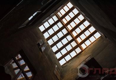 <strong>Мандрівки Тернопільщиною. Прозорість стелі над сходами</strong>