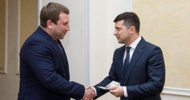 <strong>Очільник  найбіднішої області в державі Володимир Труш відмовився від допомоги олігархів</strong>