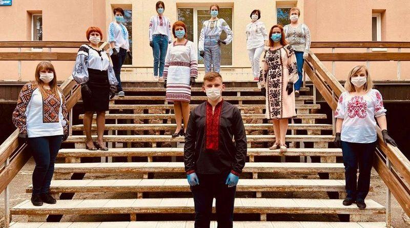<strong>Тернополяни відзначають День вишиванки онлайн:  фото із соцмереж</strong>