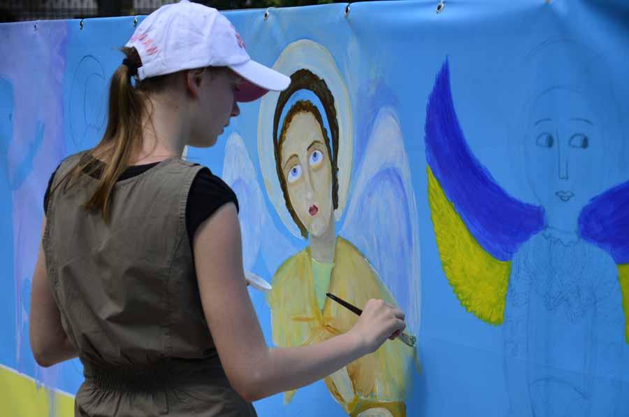 Почала малювати в чотири роки: юна тернополянка Юлія Ліщук створює «живі» картини