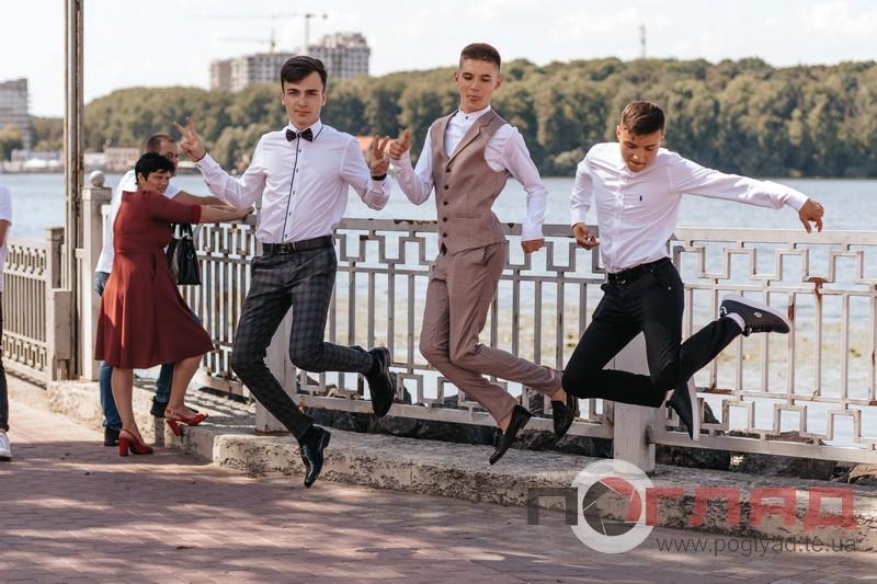 <strong>Що вдягнули на випускний-2020 у Тернополі хлопці (фото)</strong>