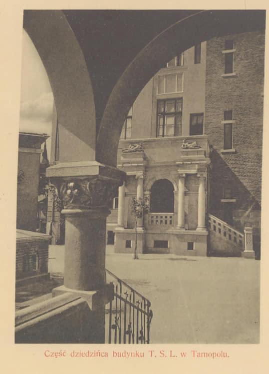 """Нарешті вигляд  арки """"італійського дворика"""" у Тернополі знову такий, як і 100 років тому (фотофакт)"""
