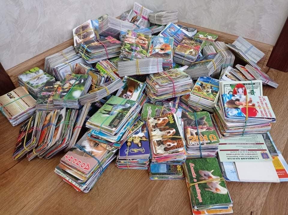 Уляна Диня з Бережан зібрала 14 кілограмів кишенькових календариків