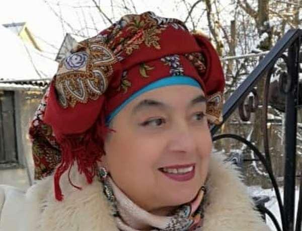 Художниця з Почаєва Марія Шаповал розписала колекцію кухонних дощечок (фото)