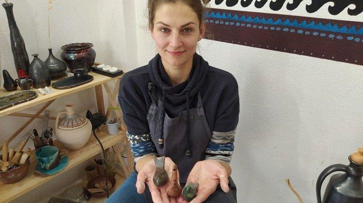 Уляна Андрійчук з Тернополя виготовляє іграшки, які символізують прихід весни