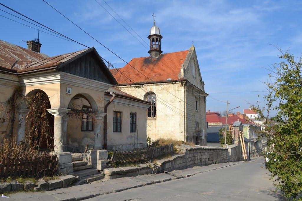 Країна каменю: як вірмени на Тернопільщині оберігають церкву, закладену їхніми предками