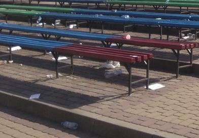 Медики після свого випускного на Співочому полі залишили чимало сміття (фотофакт)