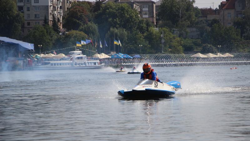 """За підтримки компанії """"Креатор-Буд"""" у Тернополі стартував Чемпіонат світу з водно-моторного спорту"""