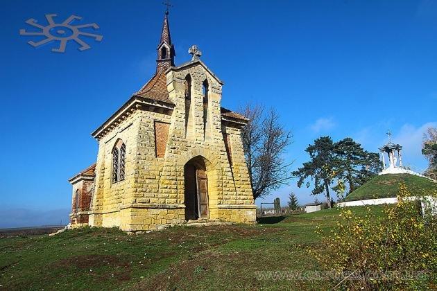 Вважають, що село бережуть від лиха три церкви: господарка у селі Антонів на Тернопільщині